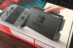 DHB2KgvUQAAOOIR 300x200 - 【ネット】品薄の「Nintendo Switch」をプレゼントして視聴者稼ぎ 大量に買い占めるユーチューバーに批判「転売屋と変わらない」