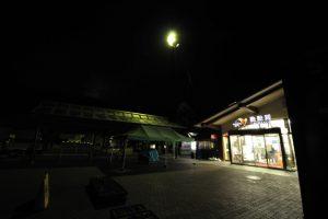 1 32 300x200 - 深夜のサービスエリアってRPGでダンジョン内に現れた宿屋や道具屋的な雰囲気あるよな