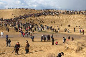 1 46 300x200 - 【画像】鳥取砂丘でポケモンGOイベント開催 人が来すぎて関係者も驚き