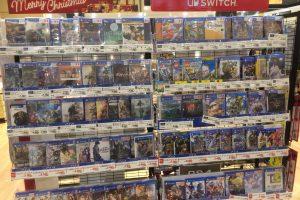"BGFrCf8 300x200 - イオン、PS4ソフトの棚に""Merry Christmas SWITCH""の看板を掲げる斬新な売り場を展開!"
