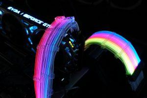 4357cd51 300x200 - 【悲報】自作PC界、電源に続きとうとうケーブルまで光らせてしまう