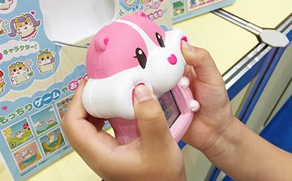 セガ、次世代携帯ゲーム機『もっちりペット もっちまるず』を発表!