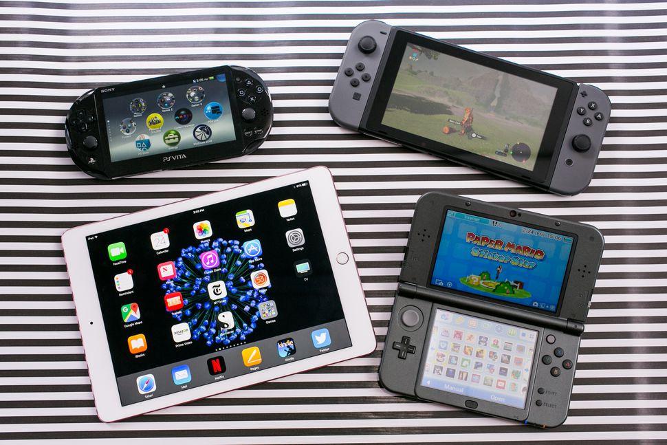 nintendo switch comparison 01 - PS VITAが商業的に失敗だったのはハードが原因じゃなくてただソフトが出なかっただけだよなぁ?