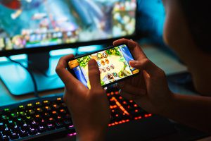 d3310 227 fb939e4484a91819b3a26bace26471bc 300x200 - ゲーム開発者がスマホゲームの裏側を暴露!「ゲームが嫌になる話をしてあげる。無課金の人は…」