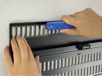 1 3 - 【画像】PCスレ民、とんでもない方法でモニターを設置してしまう