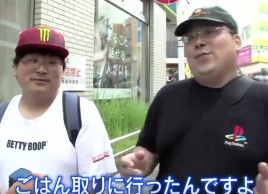q8X7whT - 【朗報】PS4のロゴをあしらったTシャツとジージャンが格好良すぎる件