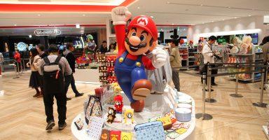 001 25 384x200 - 国内初の任天堂直営店が渋谷にオープン! 任天堂ファンボーイはもちろん行くよね?