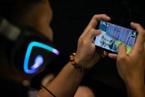 china mobile game super 169 300x200 - 中国当局、未成年のソシャゲを規制。22時〜8時までゲーム禁止・課金は月額3000円まで