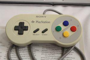1 10 300x200 - 【画像】任天堂とソニーのコラボで誕生した幻のゲーム機「Nintendo PlayStation」がオークションに出品 推定1億3000万円