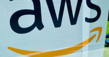 aws logo barcelona 384x200 - パソコン業界に激震、Amazon、AWSが「量子コンピュータ」の貸出を開始!