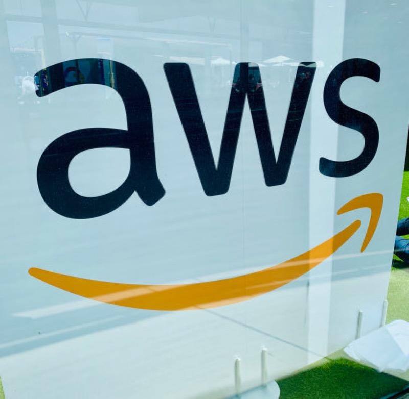 aws logo barcelona - パソコン業界に激震、Amazon、AWSが「量子コンピュータ」の貸出を開始!
