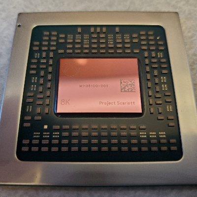 dO7wSpcd 400x400 - フィルスペンサーがXBOX series Xのチップ公開、8Kの文字が標準で刻印される