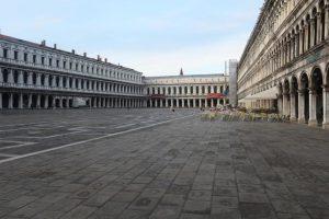 03 empty san marco square venice italy 300x200 - 外出やめないイタリア人に市長ブチギレ「家でプレイステーションしてろ」