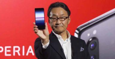 x01 s 384x200 - ソニーモバイル社長「Xperiaは5Gで攻勢をかける。重視したのは技術や商品設計でなく飲み会。飲み会とコミュ力でiPhone、Galaxyを倒す」