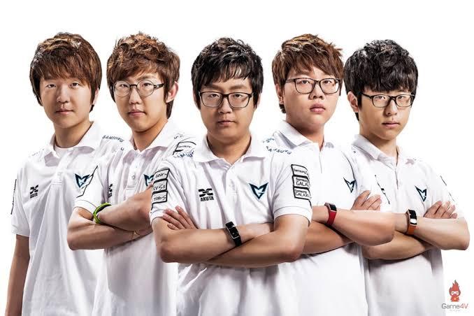 9 2 - 【画像】日本最強のFPSプロチームがこちら。半分くらいイケメンだな
