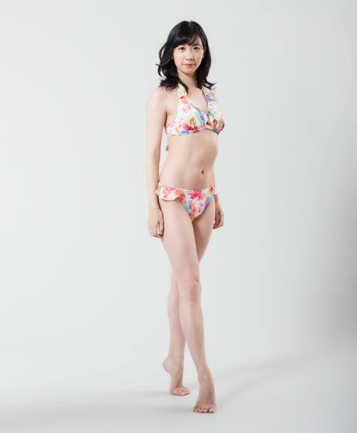 zmlNeaz - 美人過ぎるeスポーツプレイヤー 服部彩加(26) 初のグラビアでセクシーな姿を披露する