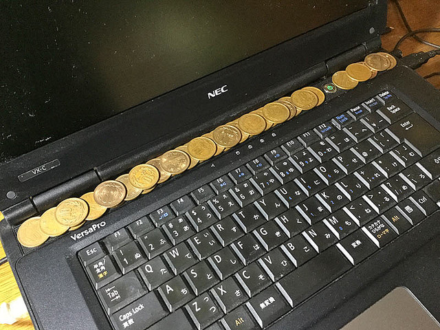 4aeed 1615 6941b6294b8e45063c067239876dfd1b - 【朗報】スマホやパソコンを冷やしたい時は10円玉を使え😆【ソース有り】