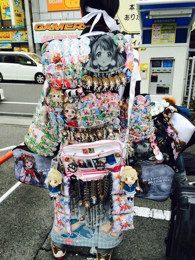 B5eK8OTCYAE4vxK - 【悲報】プリキュアさん、14万円の缶バッジセットを販売してしまう