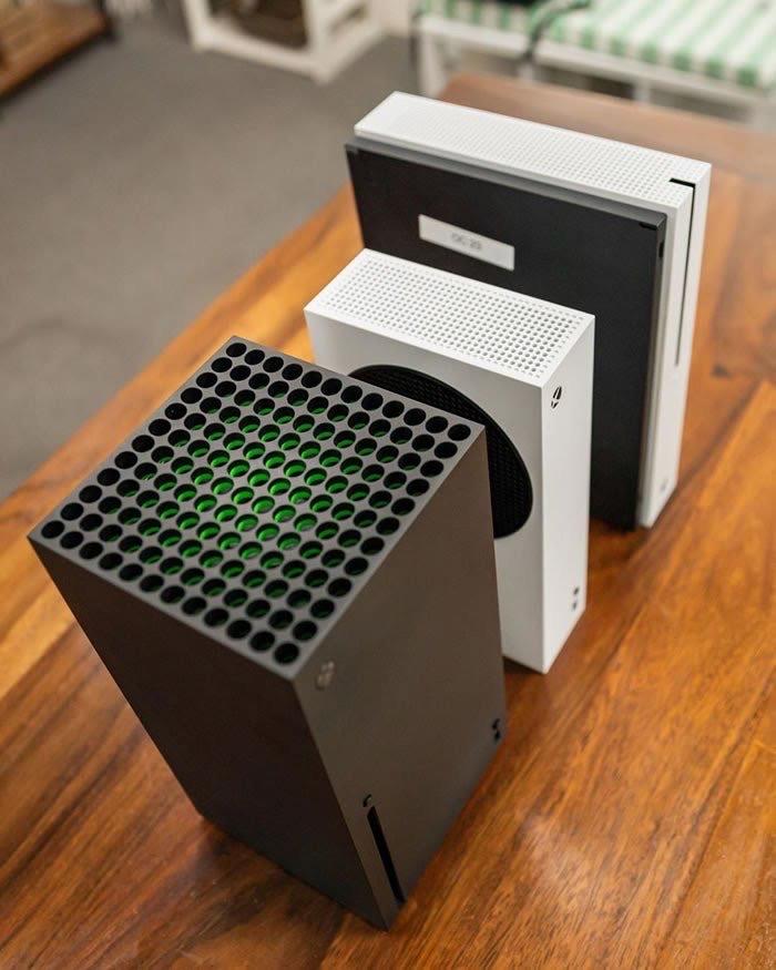 lvmbL7K - 【ルックス対決】XBOXとPS5、どっちのデザインが好き?どっちを家に置きたい?
