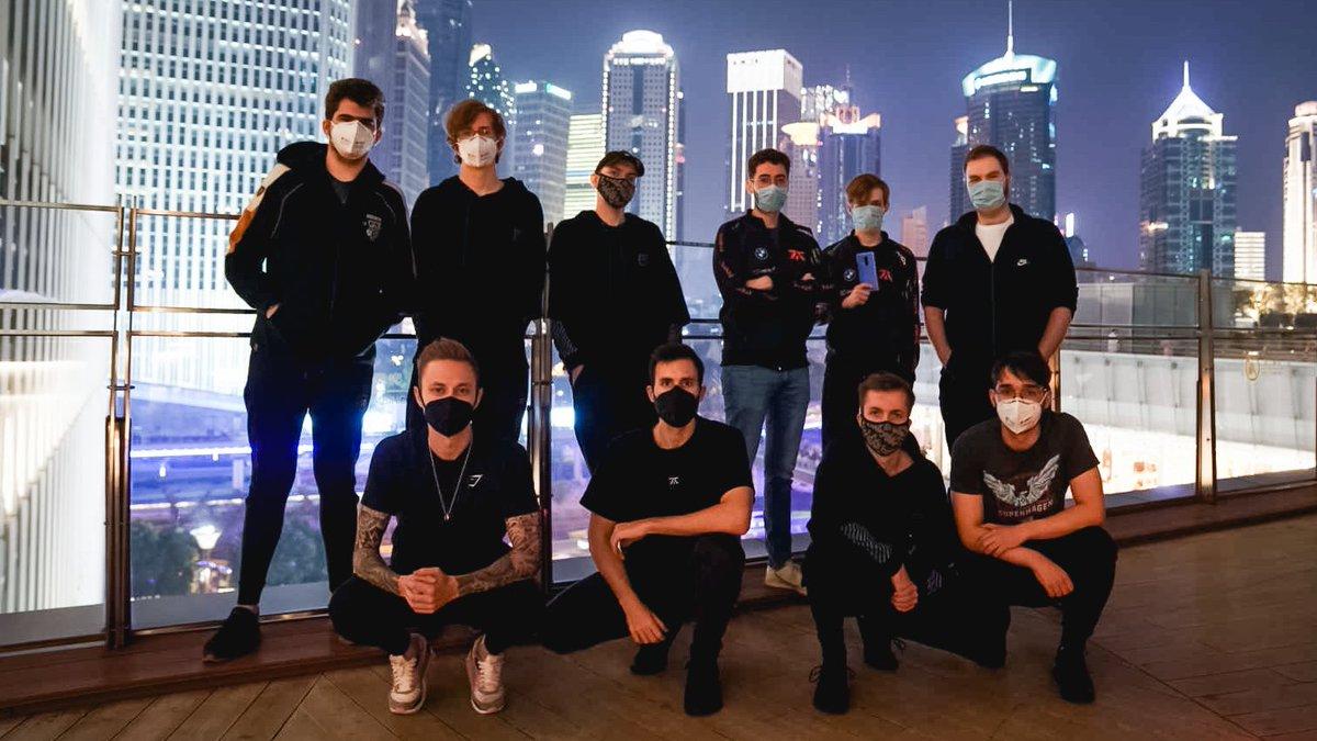 EjVv8jaXkAE OXr - 【悲報】eスポーツプロチームさん、マスク姿でイキリまくってしまうw