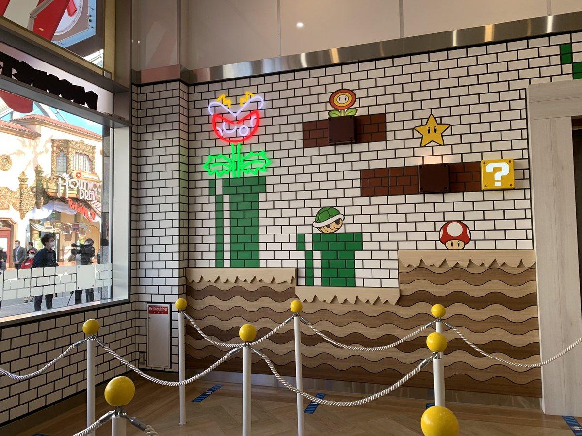 EkVJE KU0AIedgi - USJのマリオカフェ公開 パンケーキサンド700円、クリームソーダ600円
